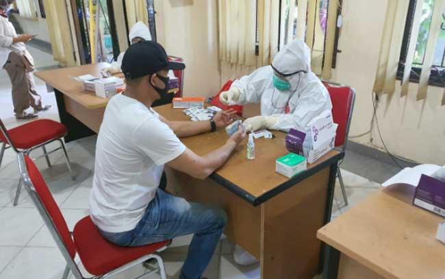 Rapid Test Massal di Tenayanraya, 10 Warga Tunjukkan Hasil Reaktif