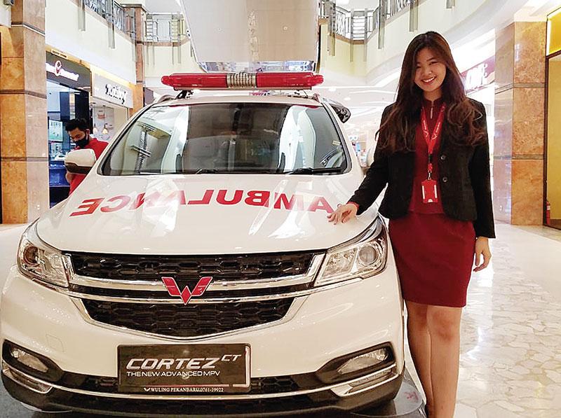 Varian Ambulans Wuling Hadir di Mal SKA