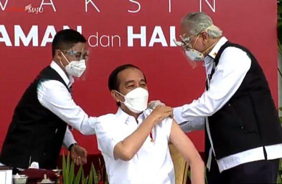 Penjelasan Prof Abdul Gemetaran saat Suntik Vaksin ke Presiden