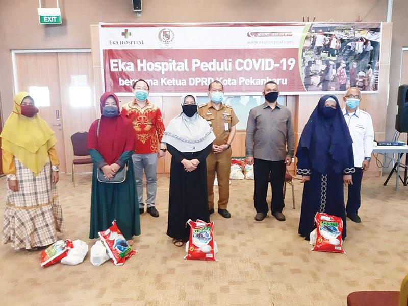 Eka Hospital Bagikan 600 Paket Sembako