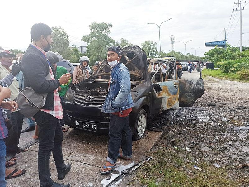 Diduga Bawa BBM Eceran, Mobil Terbakar