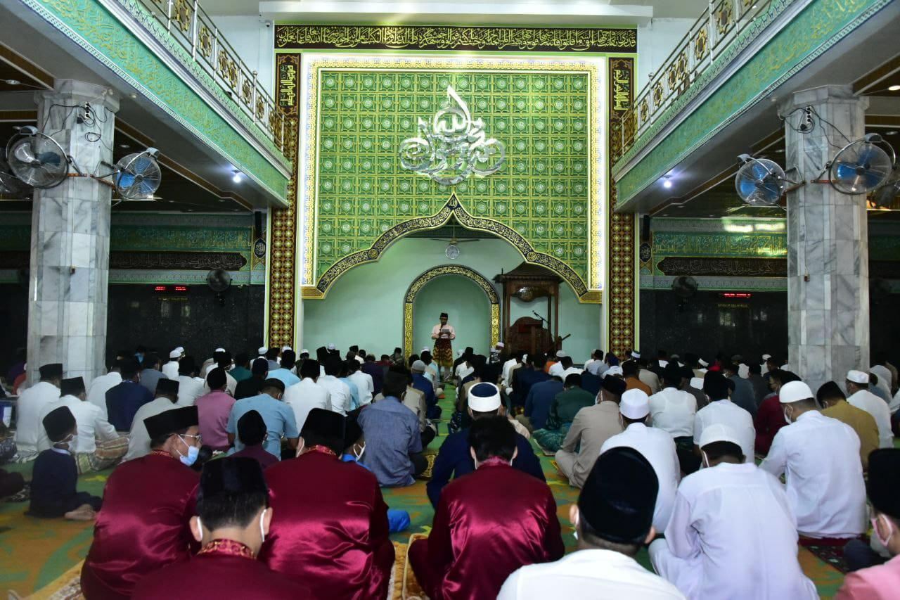 salat id di masjid istiqomah bengkalis ini pesan wabup bagus santoso