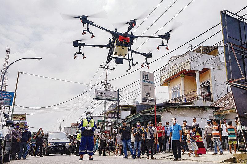 Semprotkan Disinfektan Gunakan Drone