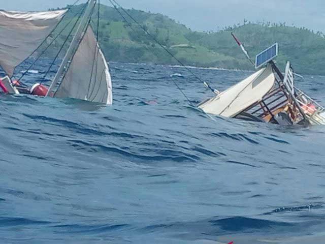 Kapal Pengangkut Wartawan Peliput Presiden Terbalik di Labuan Bajo