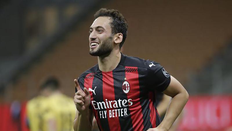 Tak Ingin Kehilangan Calhanoglu, Ini yang Dilakukan AC Milan