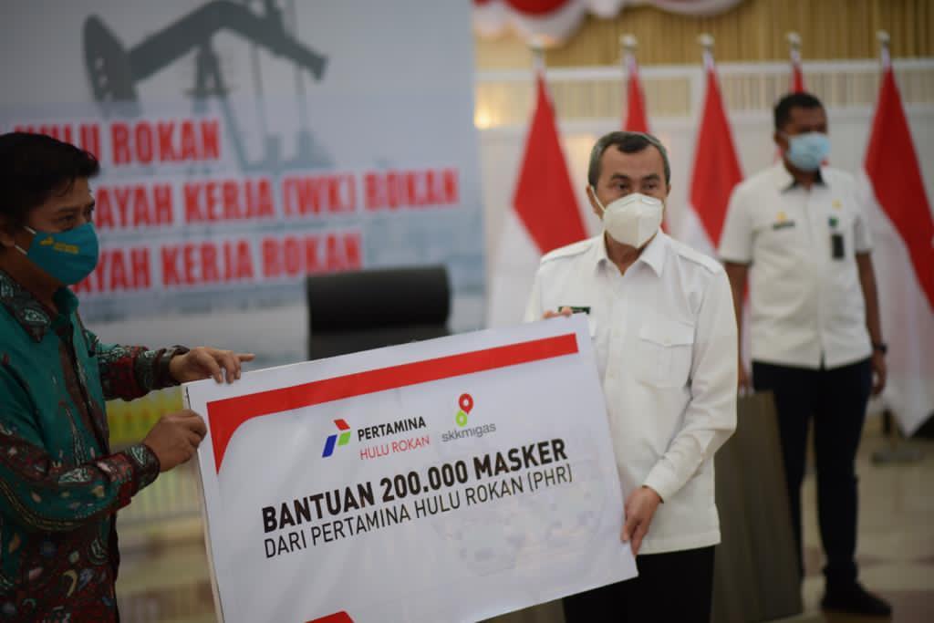 Pertamina Hulu Rokan Serahkan 200 Ribu Masker Cegah Covid-19 di Riau