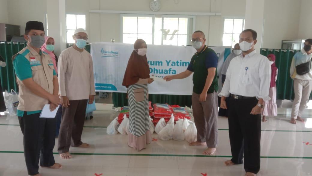 YBM PLN Berbagi Sembako dan Santuni Yatim Duafa di Tampan