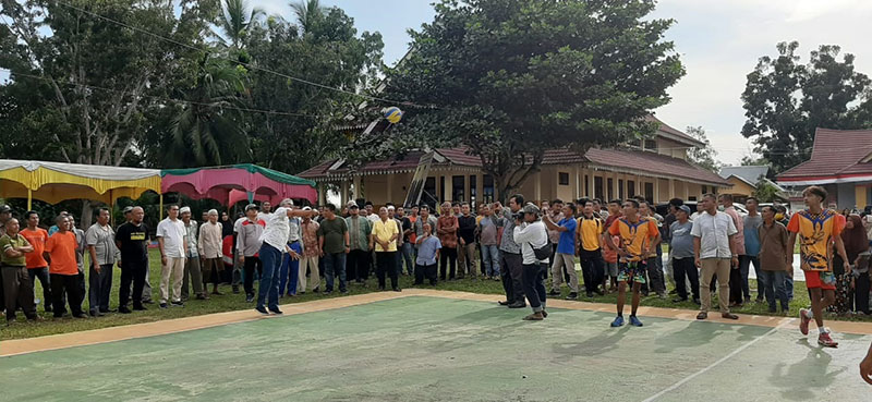Sukarmis Buka Turnamen Olahraga di Logas Tanah Darat