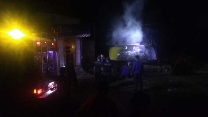 Alat Berat Dibakar dan Mobil Plat Merah Ditenggelamkan di Kampar
