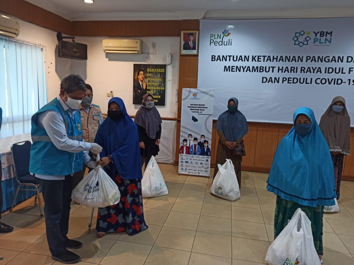 Salurkan 2.473 Bantuan Paket Sembako untuk Masyarakat
