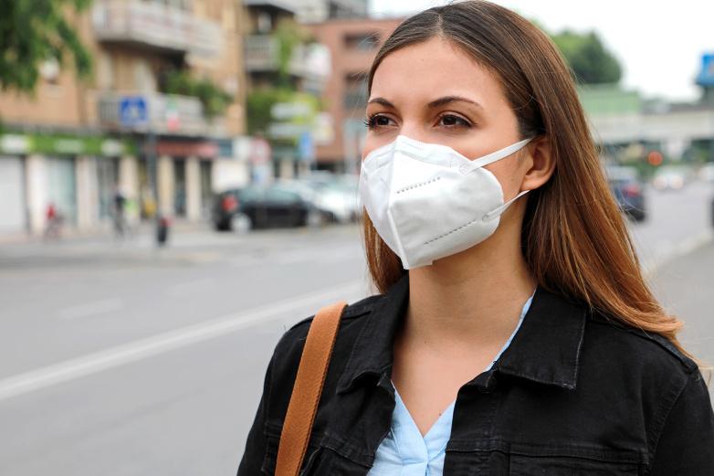 Penerima Vaksin Lengkap Tak Perlu Pakai Masker di Luar Ruangan