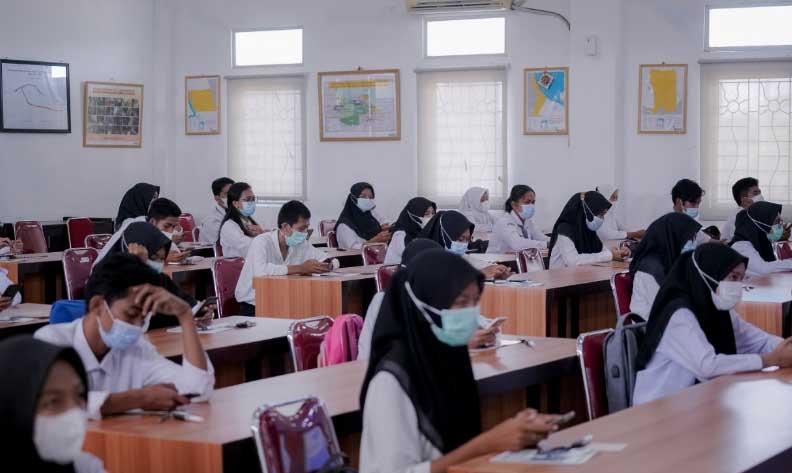Pemkab Rohil Kembali Berikan Beasiswa Pendidikan di PCR di Tahun 2021
