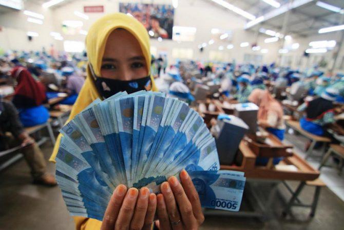 Bansos Khusus Karyawan Ditambah Rp37,7 T untuk 15,7 Juta Orang