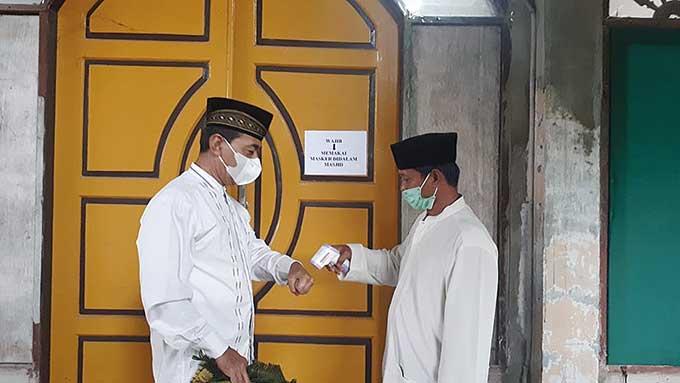 Petugas Masjid Istiqlal Pekanbaru Siapkan Masker dan Thermogun