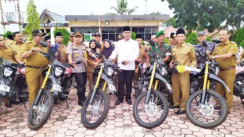 Bupati Serahkan Sepeda Motor ke Penghulu