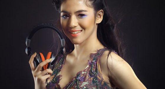 DJ Una Ungkap Alasan Gugat Cerai Suami