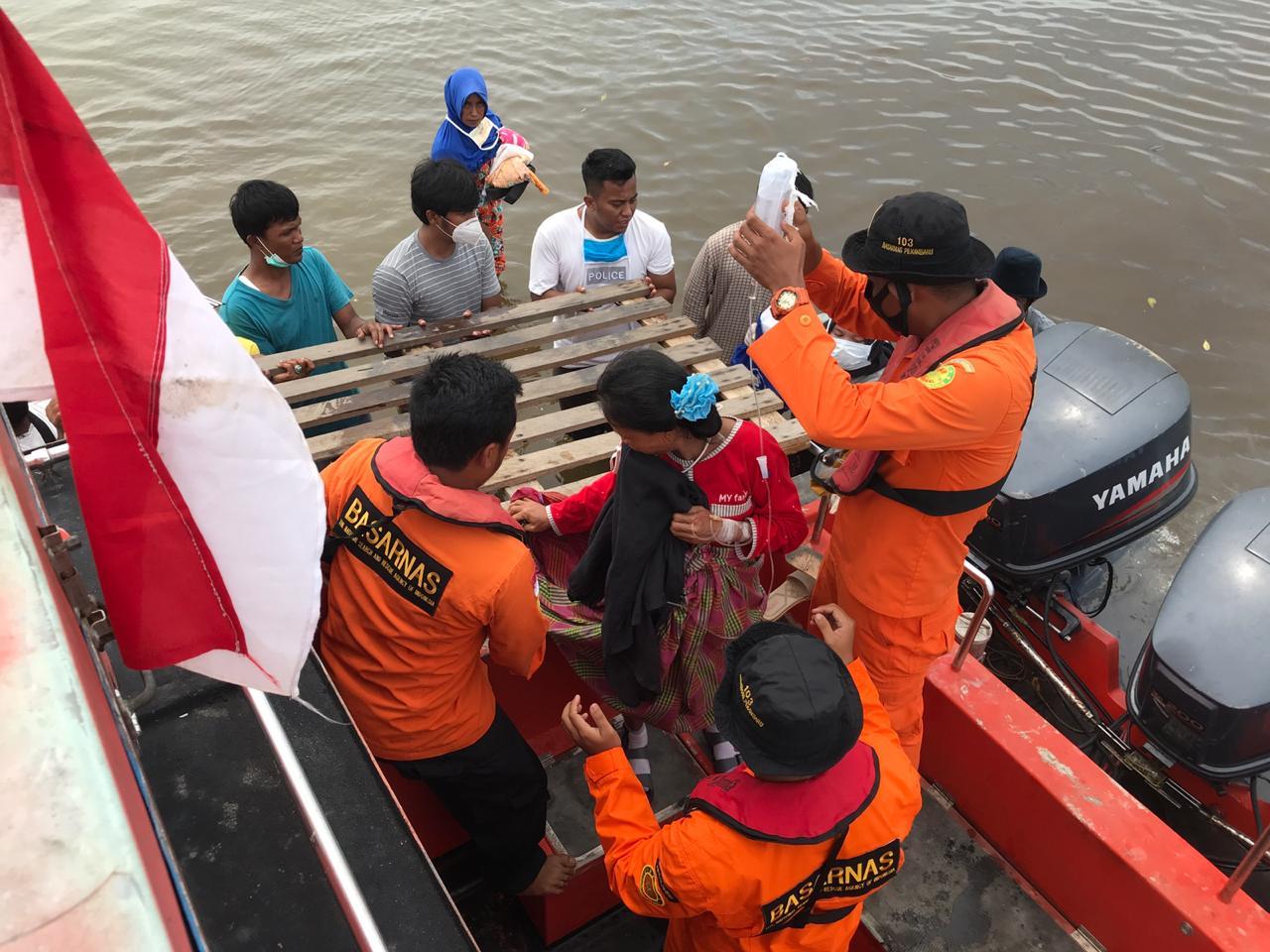 Seorang Penumpang Ingin Melahirkan dari Kapal Ferry Kandas di Rohil