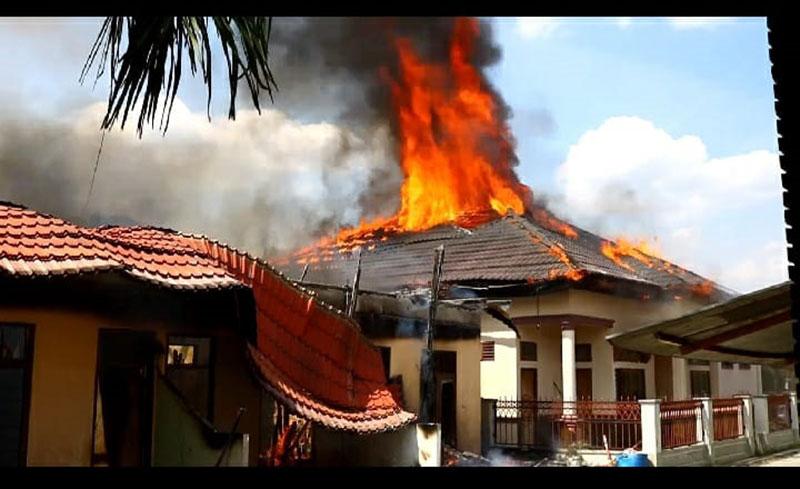 Satu Rumah Bulatan dan Lima Kontrakan Ludes Terbakar