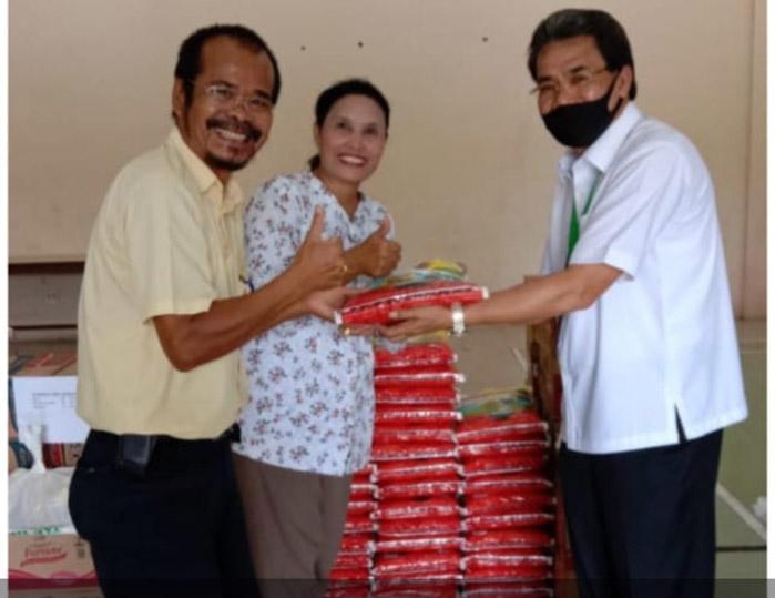 Lagi, APHI Komda Riau Serahkan 1003 Paket Sembako secara Langsung ke Masyarakat