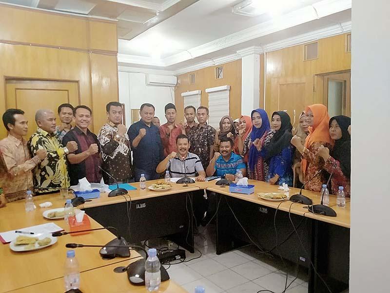 Puluhan Guru Honorer Tuntut Diangkat Jadi PNS