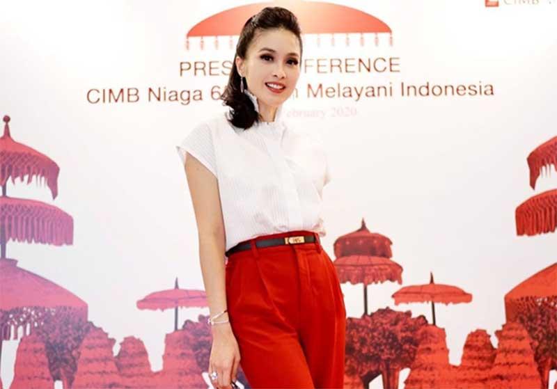 Sandra Dewi Ajarkan Anak Menabung