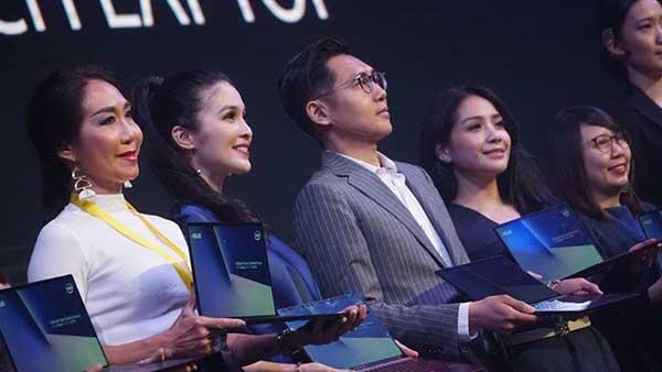 2019, ASUS Gandeng Sebastian Gunawan