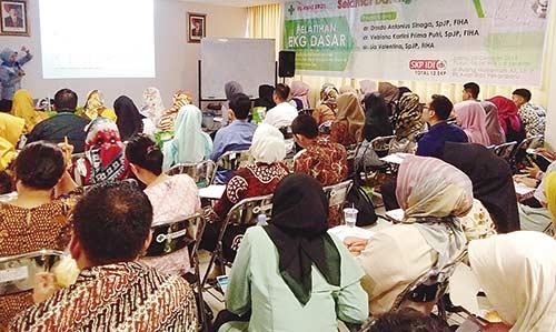 RS Awal Bros Pekanbaru  Taja Pelatihan EKG Dasar