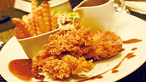 Hotel Ayola Tawarkan Menu Crispy Chicken Steak