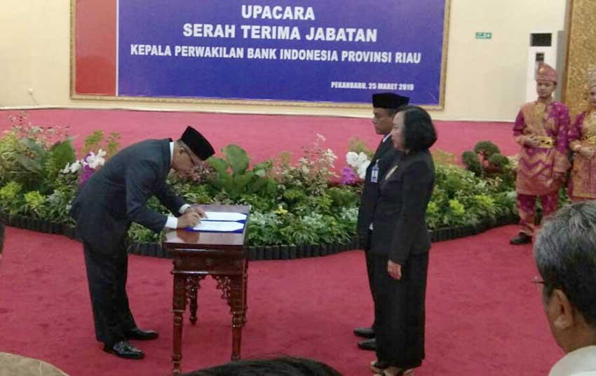 Decymus Dilantik sebagai Kepala BI Riau