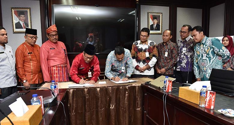 Bank Riau Kepri MoU Setoran Wakaf BWI Riau