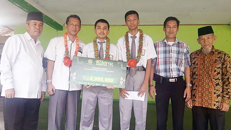 MAN 1 Pekanbaru Juara Kompetisi Robotik Nasional