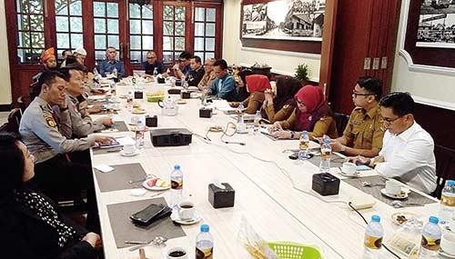 Berkolaborasi Bersama PHRI Riau Buat Paket Wisata