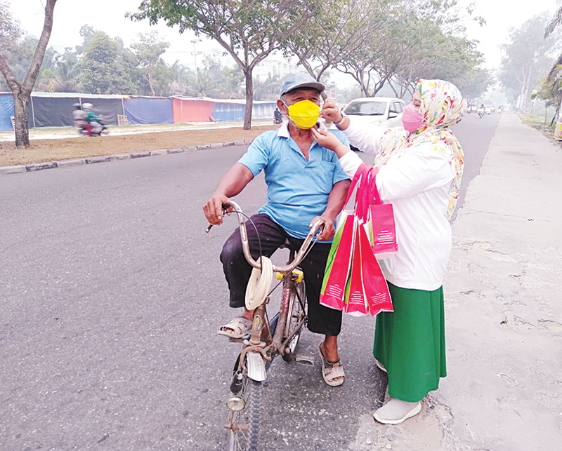 Eka Hospital Pekanbaru Bagikan Masker ke Masyarakat
