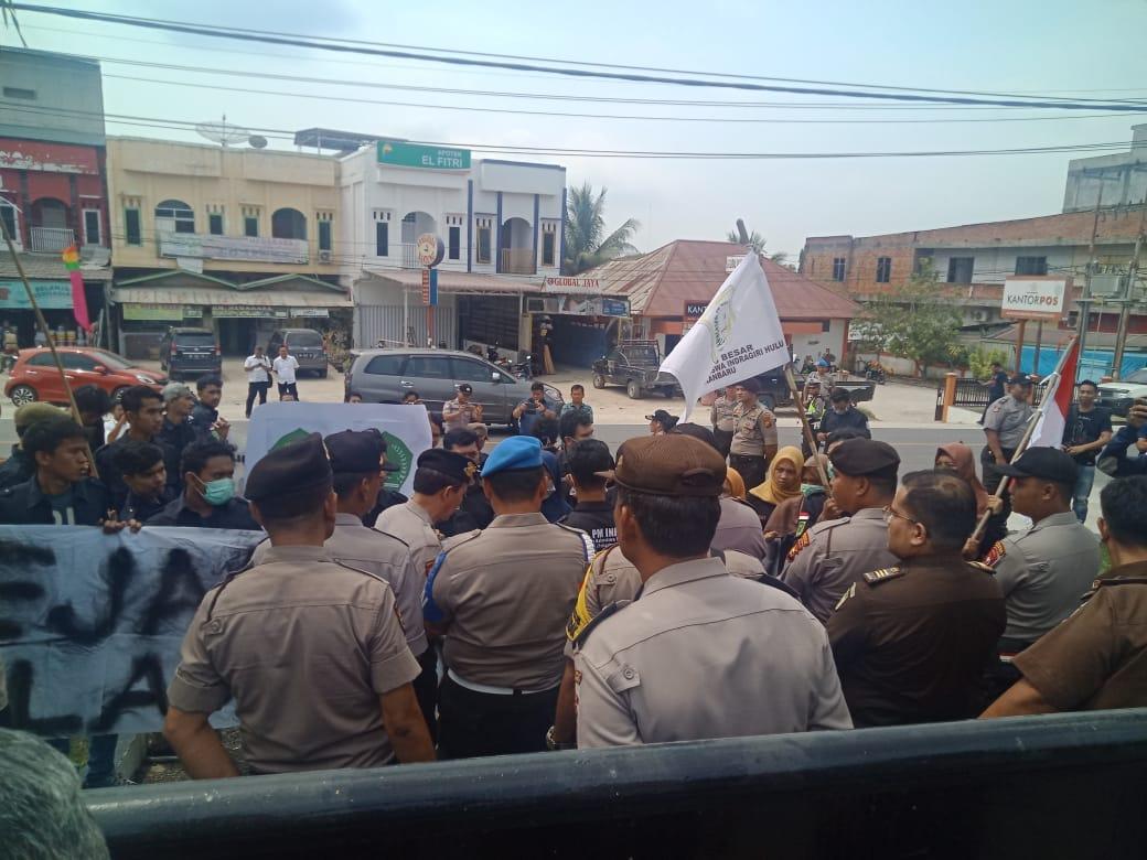 Tuntaskan Dugaan Korupsi Berjamaah  40 Anggota DPRD Inhu, Mahasiswa Demo Kejari