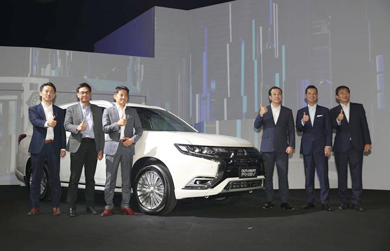 Mitsubishi Perkenalkan Outlander PHEV dan Eclipse Cross