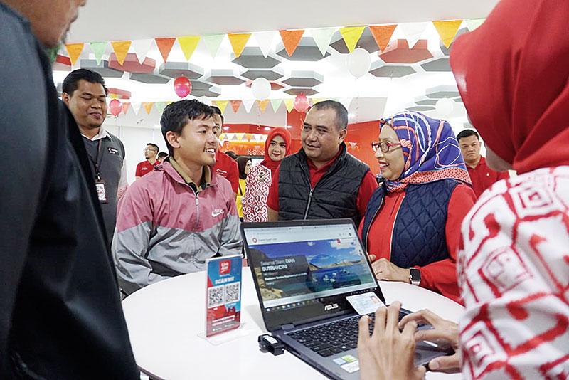 Manajemen Telkomsel Hadir Melayani Pelanggan di GraPARI