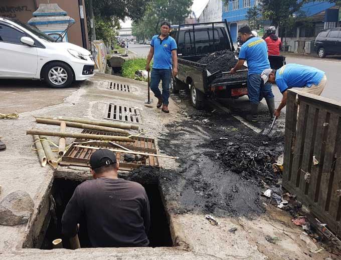 Antisipasi Banjir, PUPR Lakukan Pengerukan Drainase
