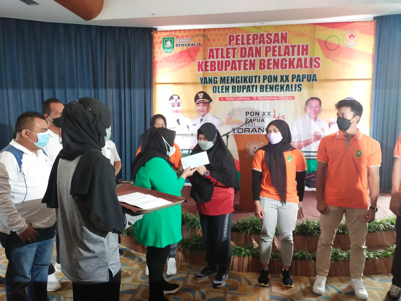 Bupati Bengkalis Lepas 43 Atlet ke PON XX Papua