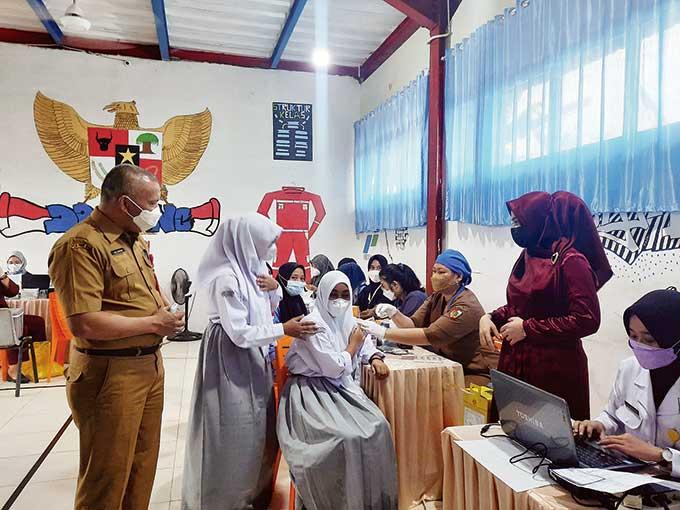 SMK Migas Teknologi Riau Laksanakan Vaksinasi