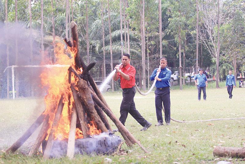 Relawan Diterjunkan Bantu Pemadaman di Rupat