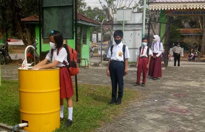 Belajar Tatap Muka di SMP Negeri 6 Pekanbaru dengan Prokes Ketat