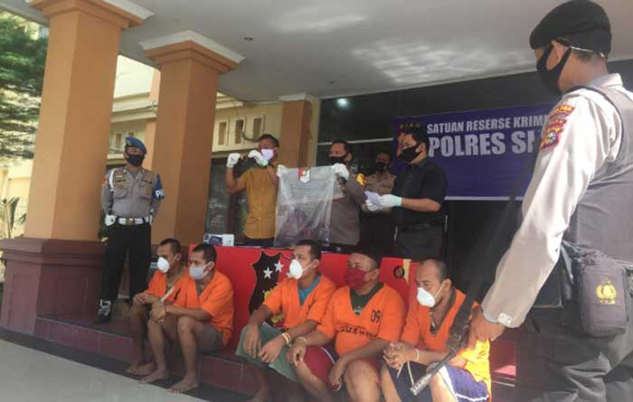 Lima Pembawa Bawang Ilegal Diamankan, Pemilik Menunggu di Pasar Arengka