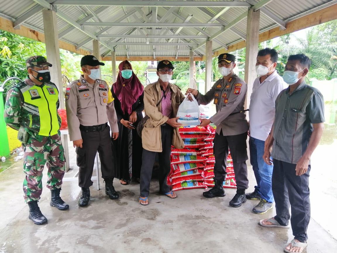 Relawan Covid-19 Bantu 52 Paket di Bantan Sari Timur