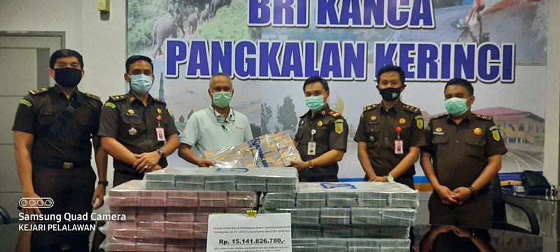 Kejari Pelalawan Eksekusi Uang Perbaikan Kerusakan Karhutla Rp15 M
