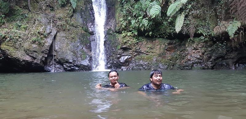 Menikmati Air Terjun Batu Dinding Tanjung Belit