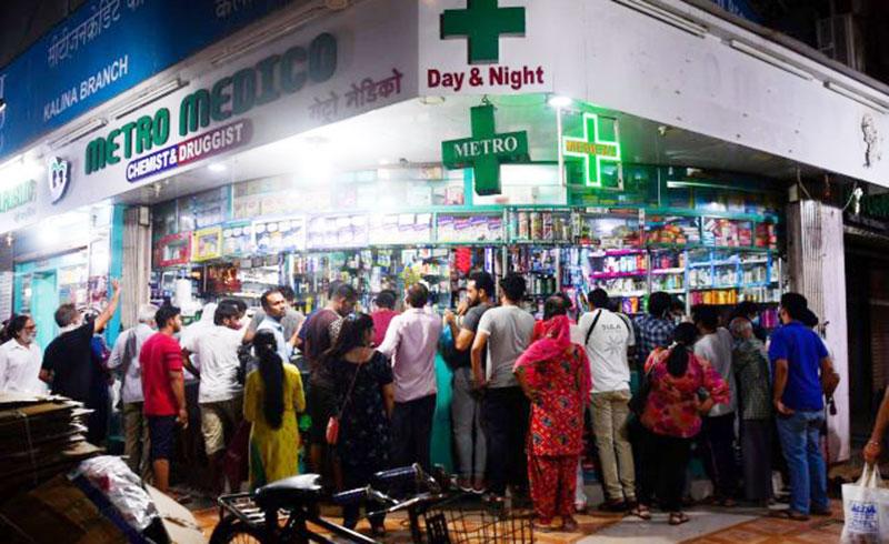 Panik, Warga India Serbu Swalayan dan Apotek