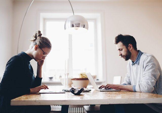 Ciptakan Suasana Kerja Produktif di Rumah