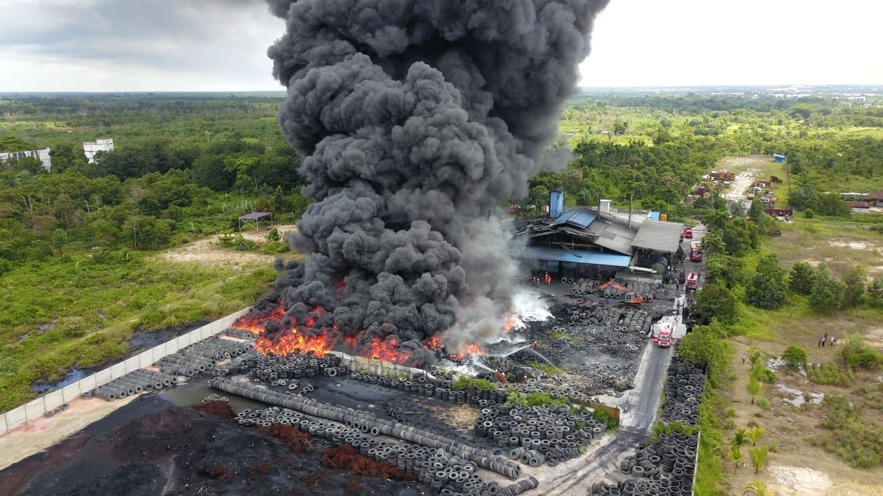 Pabrik Ban Bekas Terbakar, Tak Ada Korban Jiwa