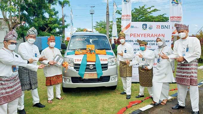 BNI Serahkan Mobil Transfusi Darah