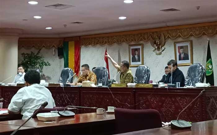 Kekesalan Seorang Anggota DPRD Riau Saat Rapat Dengar Pendapat